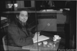28-georges-perec-cafe-de-la-mairie-place-st-sulpice-1974.-foto-pierre-getzler-1_1