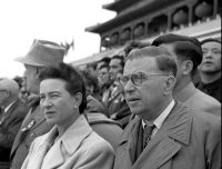 simone-de-beauvoir-jean-paul-sartre-in-beijing-1955-e1586940914961