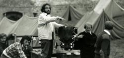 stanley-kubrick-filming-barry-lyndon-still-photographer-keith-hamshere-b-900x425